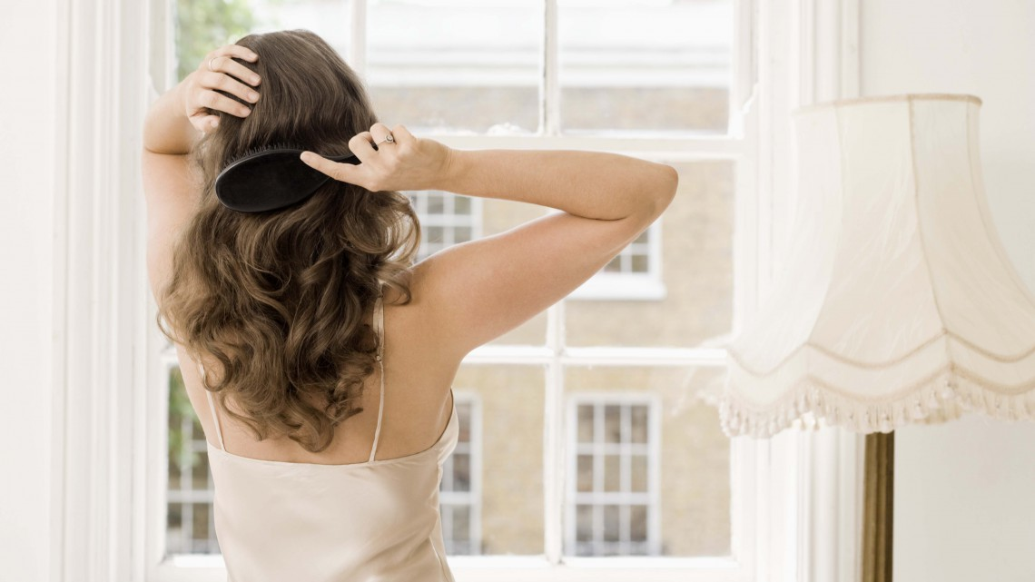 100 Bürstenstriche pflegen das Haar