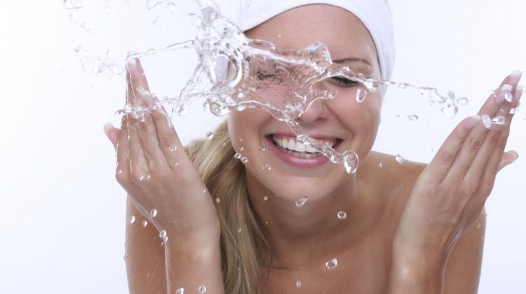 Gesichtsreinigung: Tipps zur Reinigung und Pflege